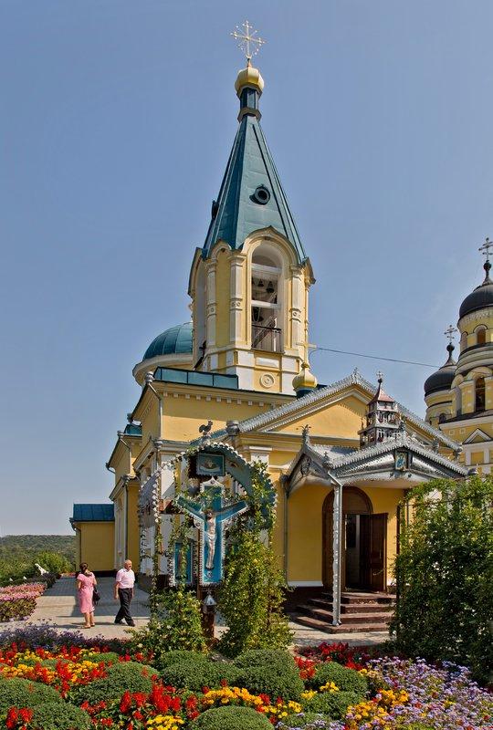 large_Hincu_Monastery_10.jpg