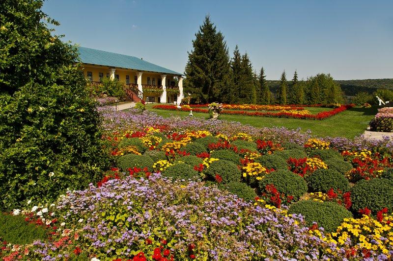 large_Hincu_Monastery_18.jpg