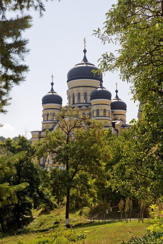 large_Hincu_Monastery_2.jpg