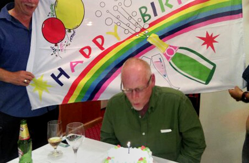 large_Homer_s_Birthday_cake_1.jpg
