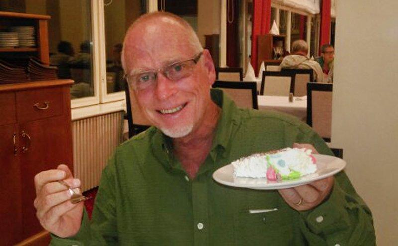 large_Homer_s_Birthday_cake_2.jpg