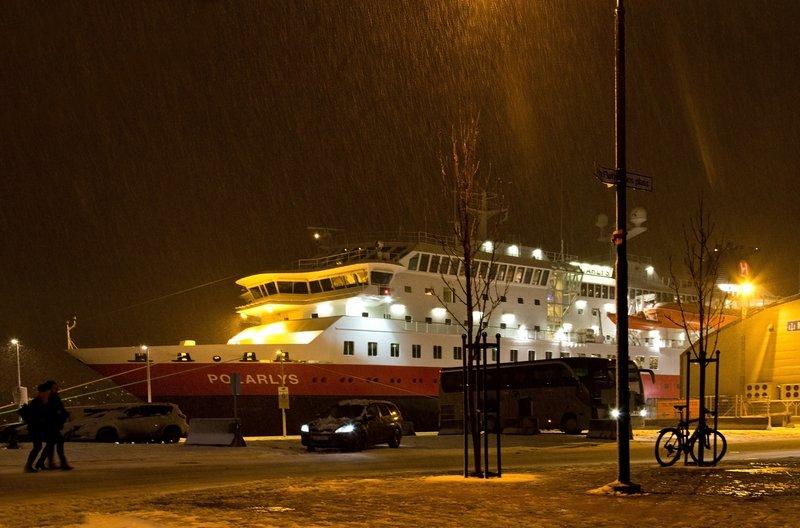 large_Hurtigruten_in_Troms_.jpg