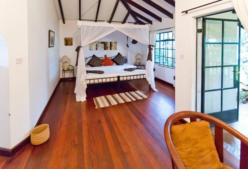 large_Karen_Blix.._Cottages_4.jpg