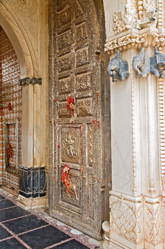 large_Karni_Mata_Temple_5.jpg