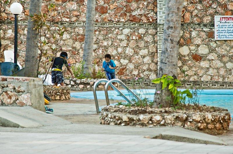 large_Kids_in_the_Pool.jpg