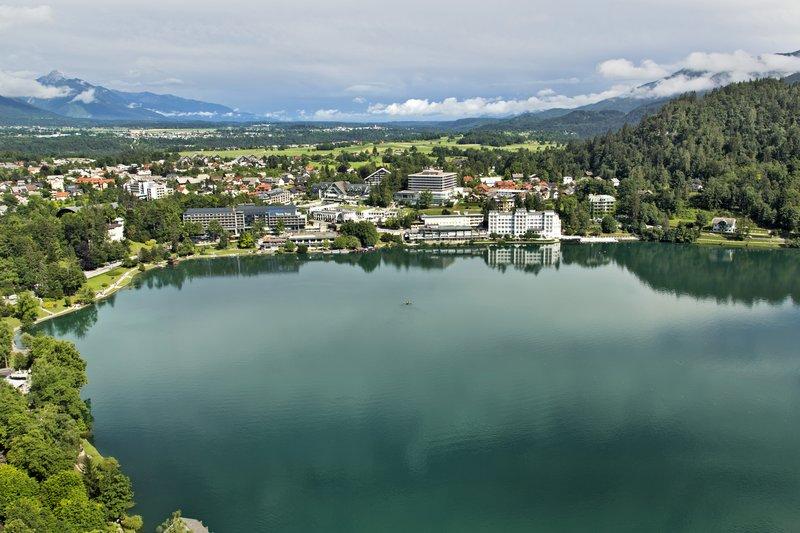large_Lake_Bled_..he_Castle_4.jpg