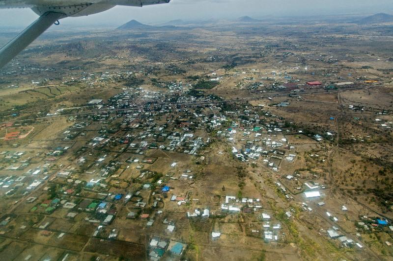 large_Landing_in_Arusha_1.jpg