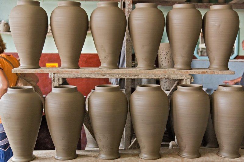large_Marginea_Black_Pottery_3.jpg
