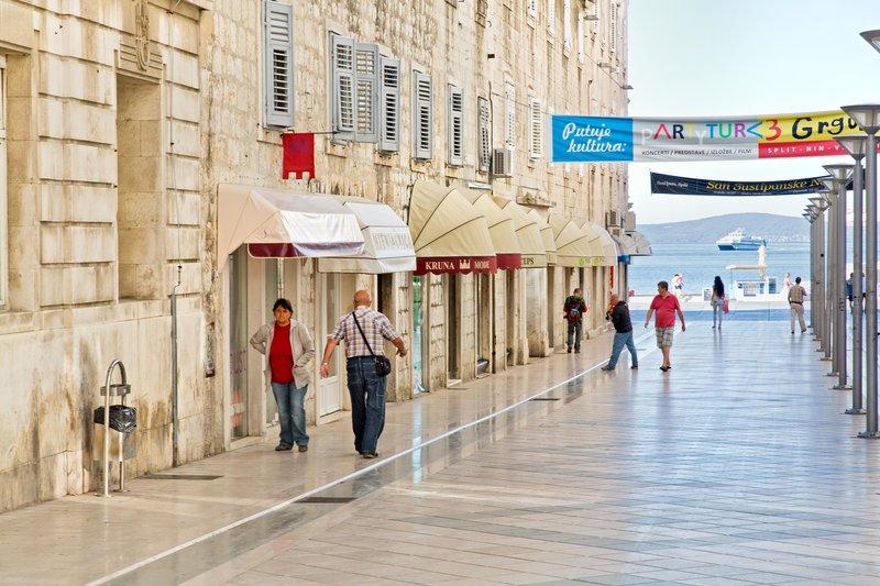 large_Modern_Shopping_Street_1.jpg