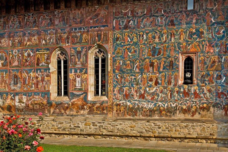 large_Moldovita_Monastery_8.jpg
