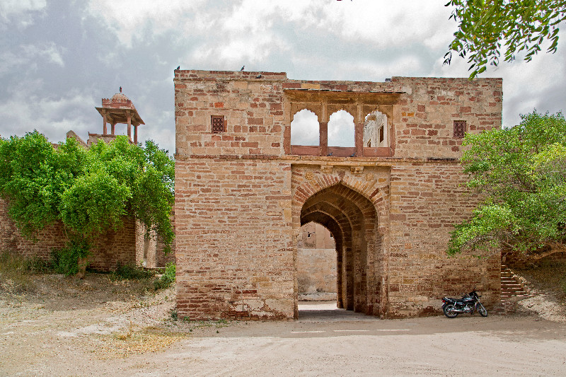 large_Nagaur_Fort_Middle_Gate_1.jpg