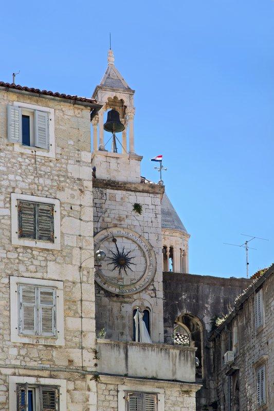 large_Romanesque..l_sundial_1.jpg