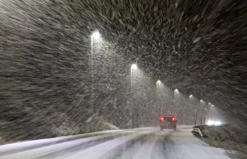 large_Snowing_3.jpg