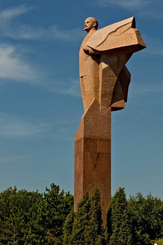 large_Statue_of_Lenin_2.jpg