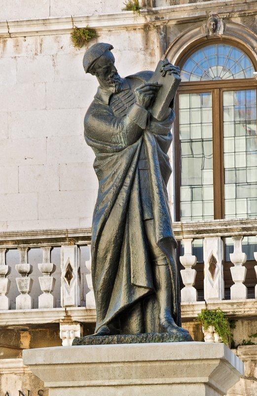 large_Statue_of_Marko_Maruli__2.jpg