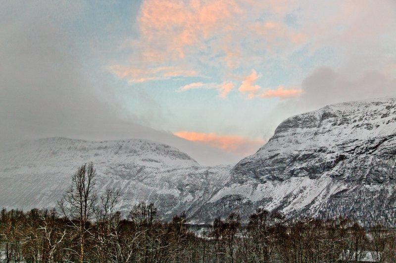 large_Sunrise_outside_Troms__2.jpg
