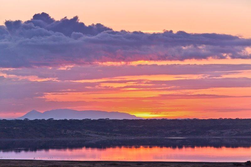large_Sunrise_ov..e_Ndutu_8-7.jpg