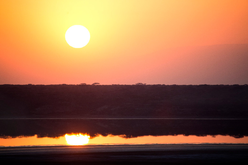 large_Sunrise_over_Ndutu_2.jpg
