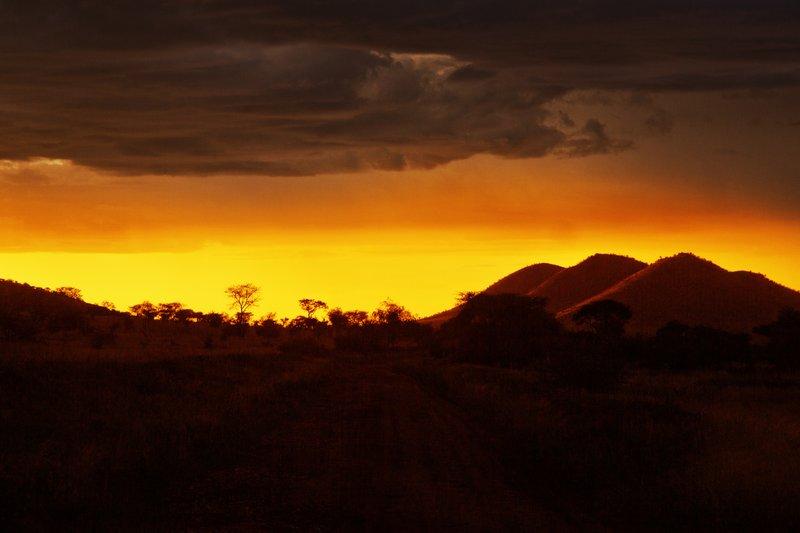 large_Sunset_over_Seronera_15.jpg