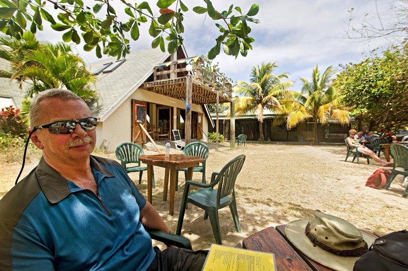 large_The_Reef_Beach_Shack_1.jpg
