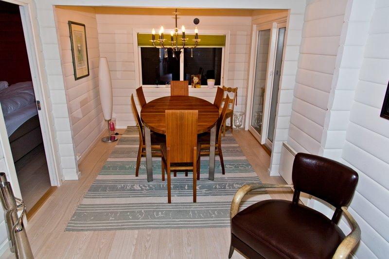 large_Troms__Apartments_2.jpg