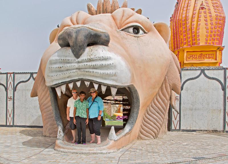 large_Vaishno_Devi_Temple_12.jpg