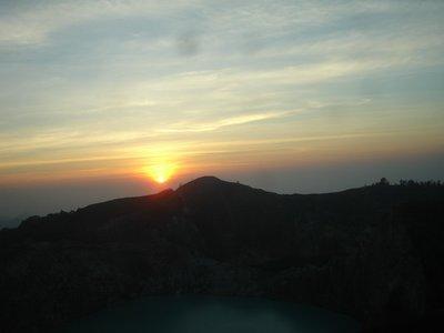 sunrise di kelimutu nov 2120