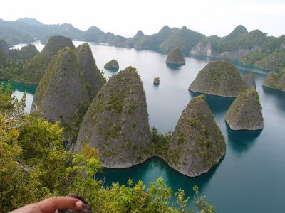 puncak wayag 2 raja ampat papua indonesia