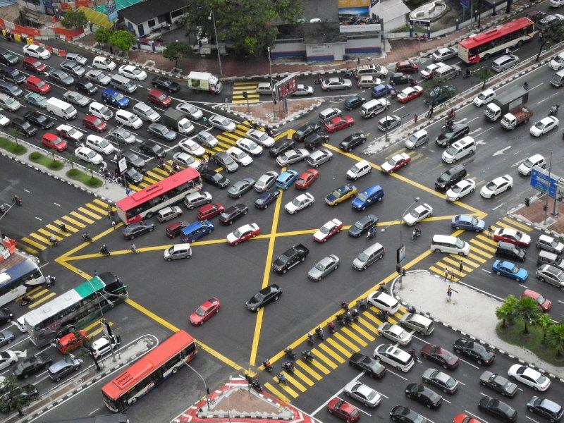 ook in Maleisië zijn er auto's, veel auto's, heel veel auto's, met file-issues...