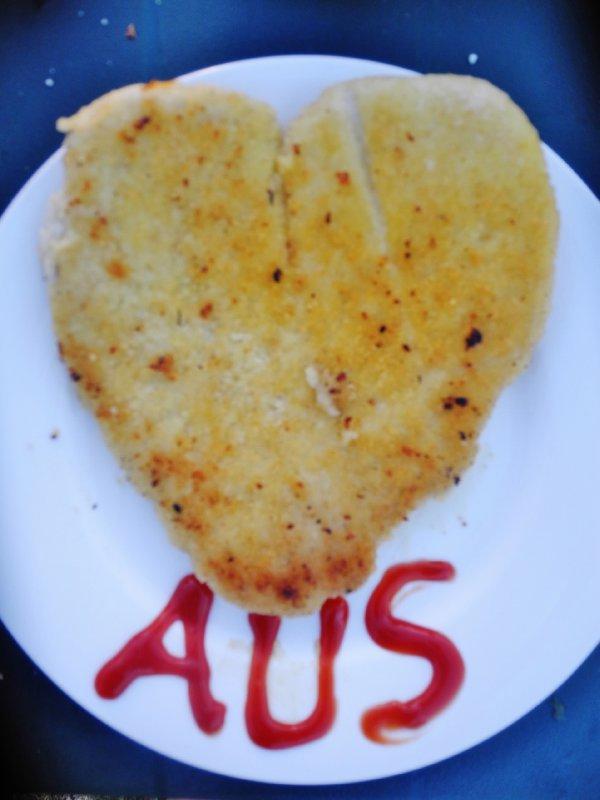 Een warme schnitzel met ketchup zegt wat wij al veel dachten: We hartje Australia!