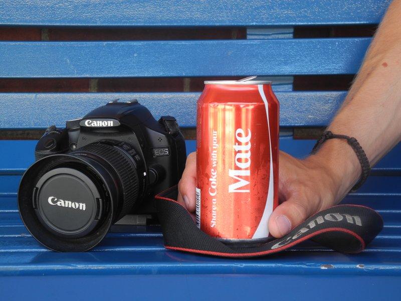 share a coke with your mate...sacha kiest duidelijk voor zijn camera!