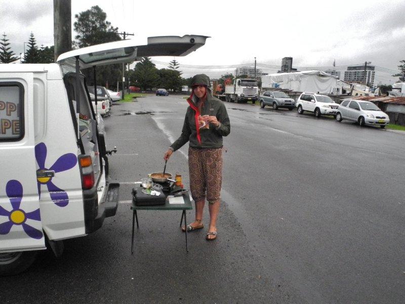 chili con carne maken in de regen is heel plezant!
