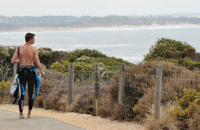 de vele badplaatsen langs de Great Ocean Road zijn de uitverkoren plek voor veel surfers.
