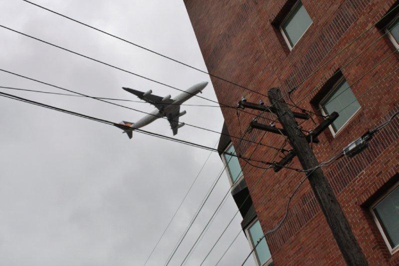 de vliegers vliegen soms wel erg laag over Sydney...mottig laag bij momenten!