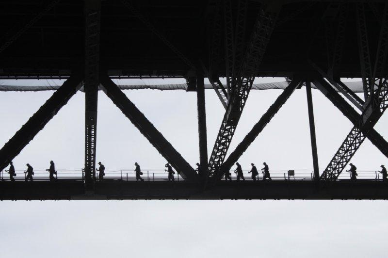 Een wandeling op de Victor Harbour bridge, de brug die Sydney overschouwt, prijskaartje: 250 AUD. Zat uiteraard niet in ons reisbudget, jammer...