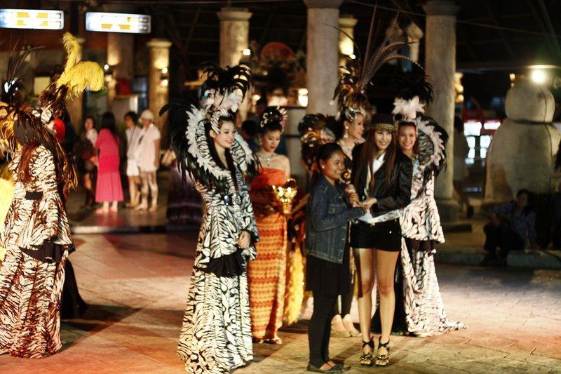 en jawel, een missverkiezing voor ladyboys na de nachtsafari, we're in Thailand !