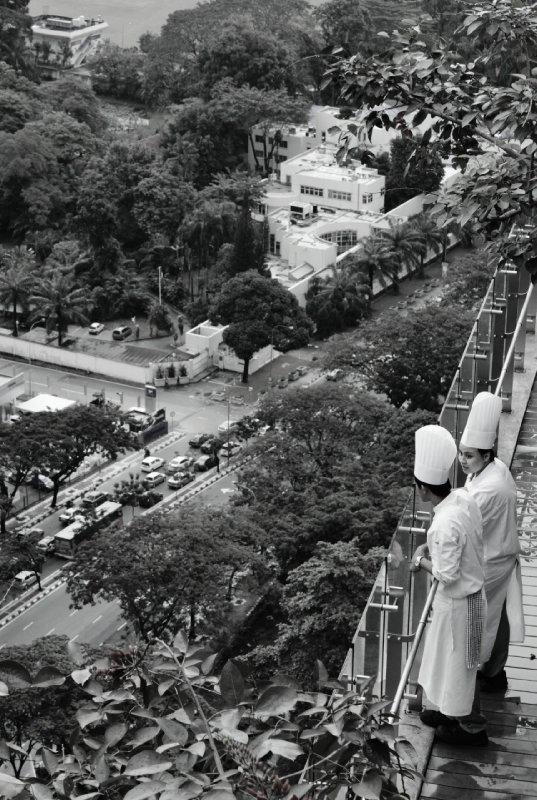 de koks genieten van het uitzicht voor ze gaan koken op de 9e verdieping