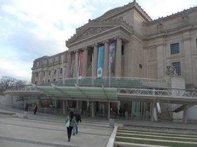 Brooklyn Museum - daytime