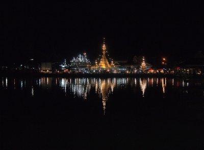 Night reflections in Jong Kham lake