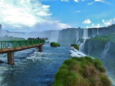 3. Hope that thing is safe.  Foz do Iguazu, Brazil