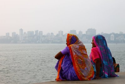 Ladies chatter by the sea in Mumbai