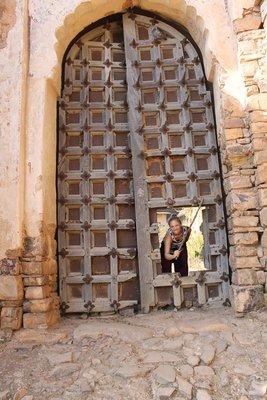 The gateway to Bundi Fort with the monkey stick