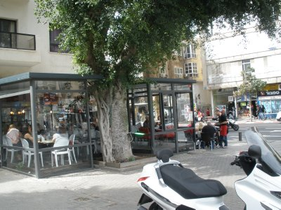 ISR_Tel Aviv - corner cafe