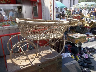 AU_the flea market in Vienna (baby carriage)