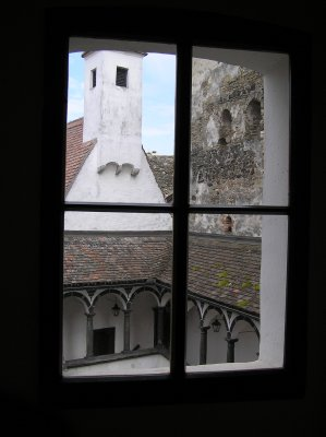 AU_Schallaburg Castle through the window