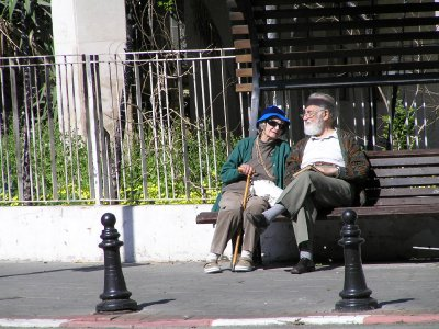 ISRAEL_the couple on the bench (Tel Aviv)