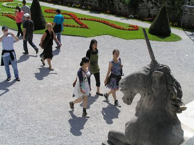 Salzburg_ three girls and capricorn