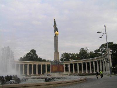 VIENNA_Russians' Memorial on Schwarzenplaz
