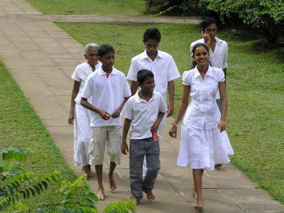 Sri Lanka_Family is going to the temple.