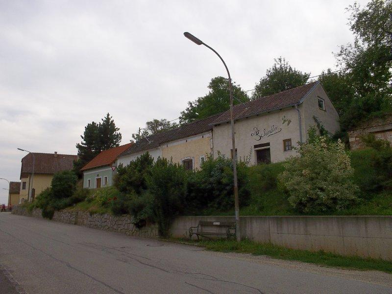 AU_wine cellars in Porrau